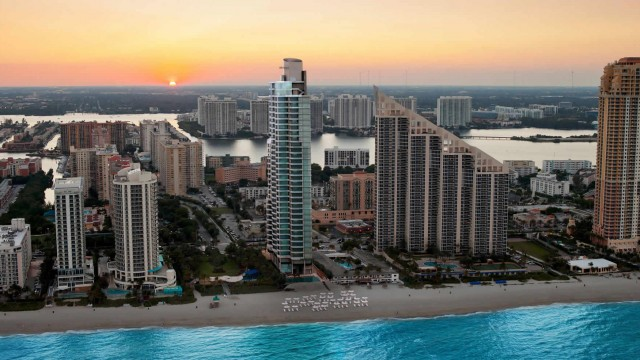 Chatuea Beach. Pre-construction Luxury condo residences in Sunny Isles