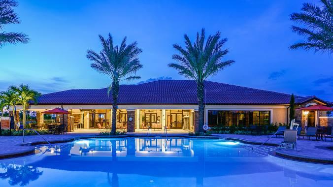 Casas nuevas en venta en la explanada en la Hacienda Lagos en Nápoles