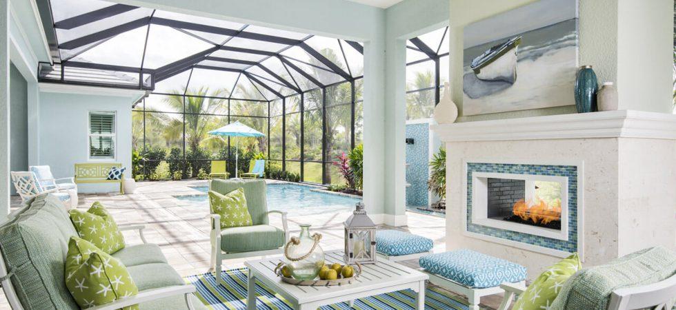 Les nouvelles maisons de front de mer à vendre à la réserve de Naples à Naples. le style Resort Lakefront communauté