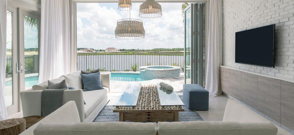 Les nouvelles maisons de front de mer à Savannah Lakes à Naples Réserve